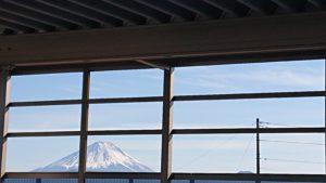 車庫から見える富士山です